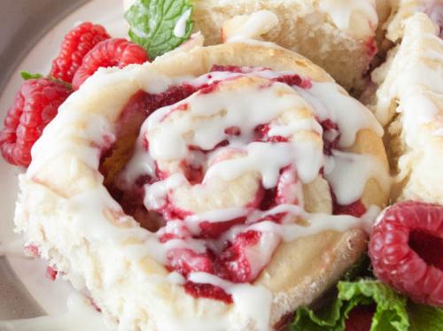 a raspberry sweetroll