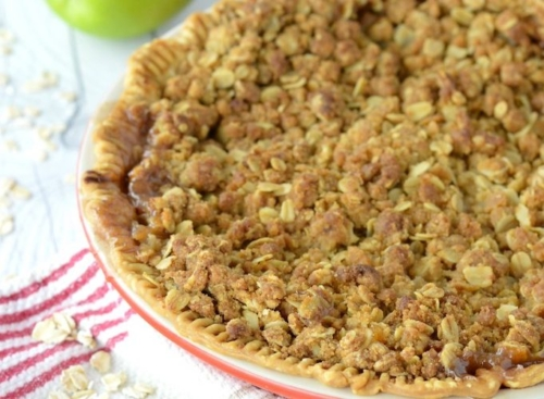 Apple Crumb Pie in a pie dish