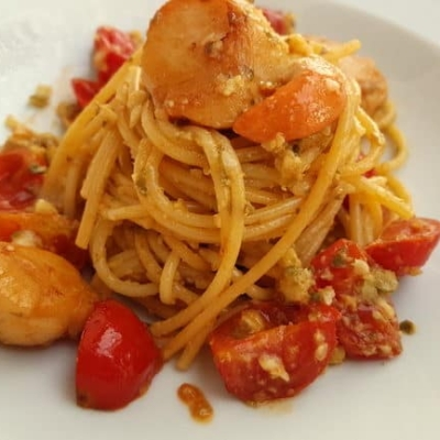 Spaghetti with Scallops and Citrus Fruit