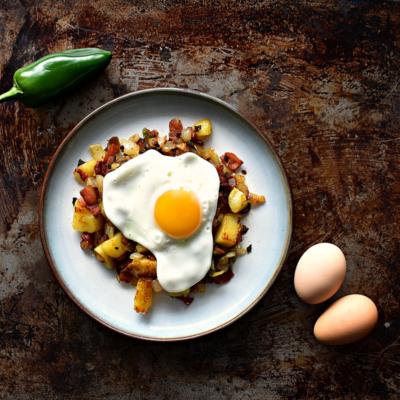 Breakfast Potato Hash with Bacon and Jalapeño