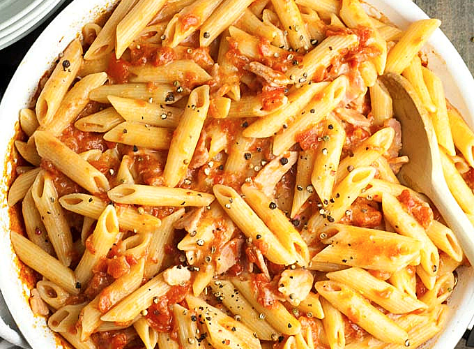 Cheesy Bacon and Tomato Pasta in a bowl