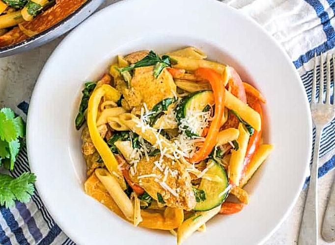 chicken and veggie fajita pasta in a bowl