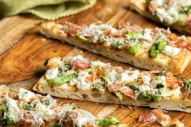 sliced Grilled Prosciutto and Asparagus Flatbread