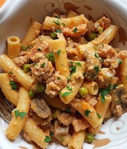 Maccheroni pasta alla pastora in a bowl
