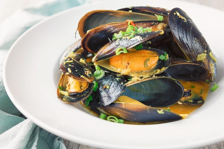 Indian curry mussels in a bowl