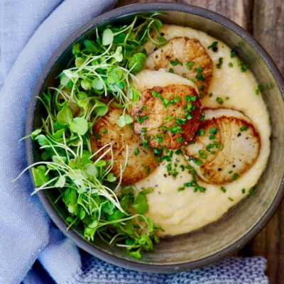 Scallops With Cheese Grits