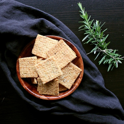 Crunchy Low Carb Crackers with Rosemary and Aged Cheddar