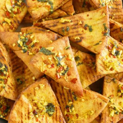Spicy Ginger Garlic Pita Chips