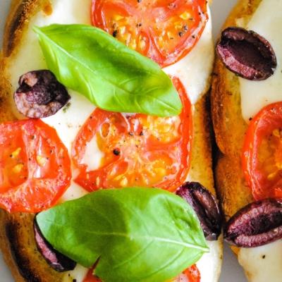 Italian Toast with Tomatoes & Basil