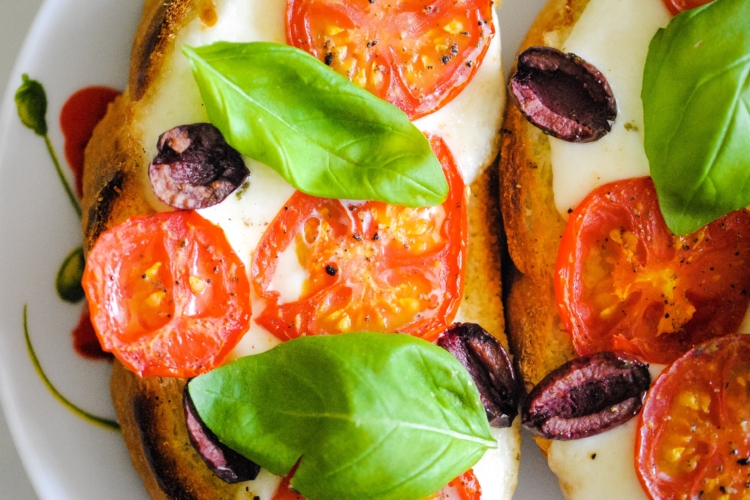 Italian Toast with Tomatoes and basil