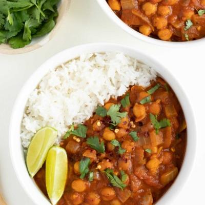 Easy Chickpea Curry (Vegan)