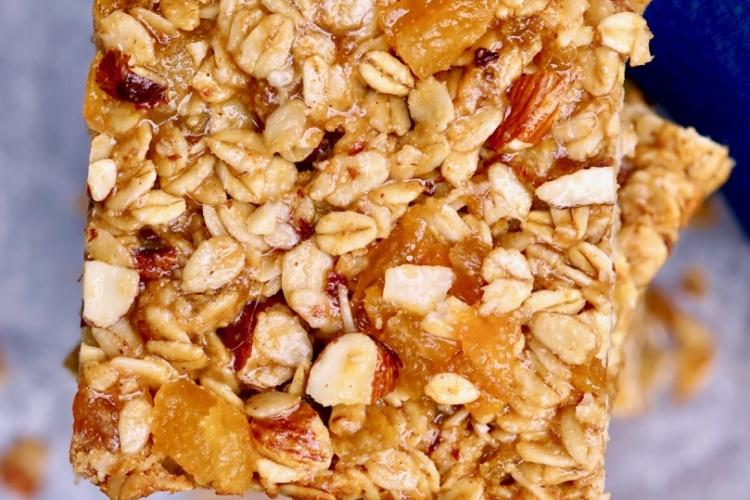 Apricot-Almond Breakfast Bars