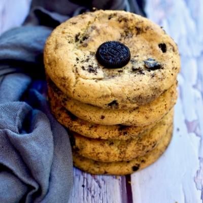 """Cookies N' Cream """"Oreo"""" Cookies"""