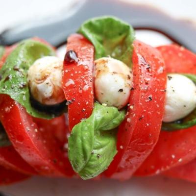 Easy Tomato Mozzarella Salad – Hasselback Style