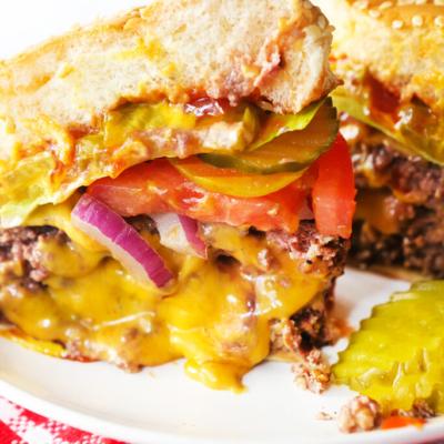 Juicy Lucy Burger – A Minnesota Cheese Stuffed Favorite!