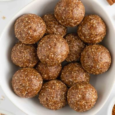 Cinnamon Roll Energy Balls