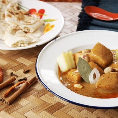Chicken and Thai Massaman Curry Sauce